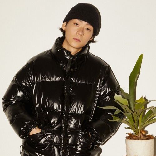 GLOSSY ALTERNATIVE DOWN JACKET - BLACK